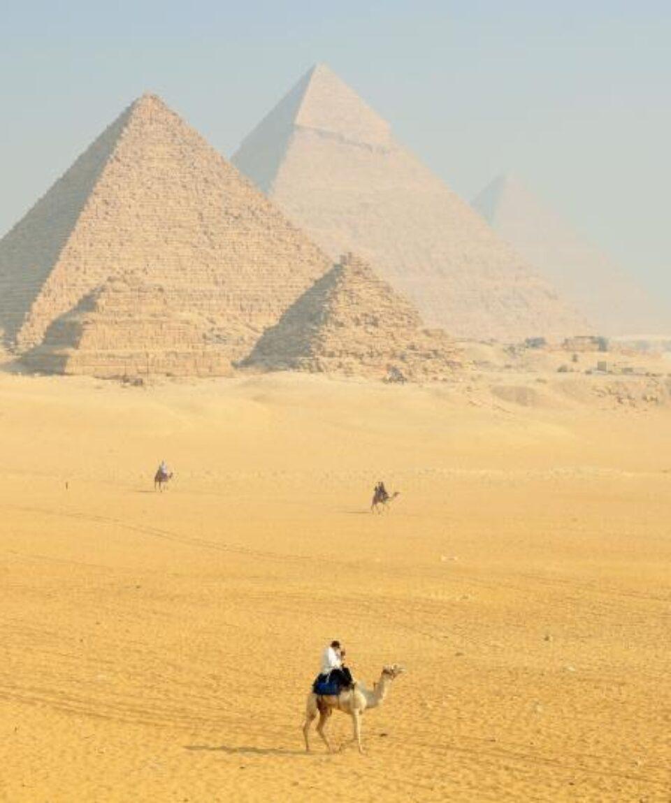 Giza Piramide Giza -El Cairo explanada
