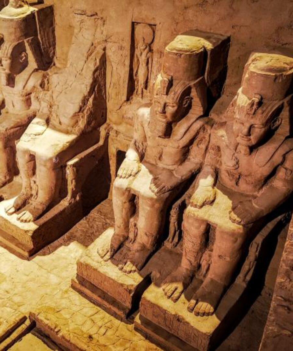 abu-simbel-Ramses II -superior