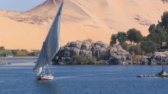 Faluca en el río Nilo