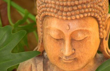 Tallado en madera de Buda